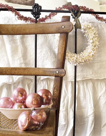 Detail-bedroom-cottage-HTOURS1205-de