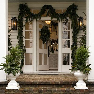 Festive-porch-planters-l
