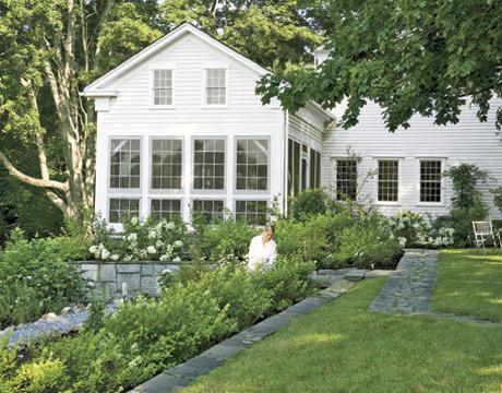 Exterior-Connecticut-Home-Post-Renovation-HTOURS0207-de