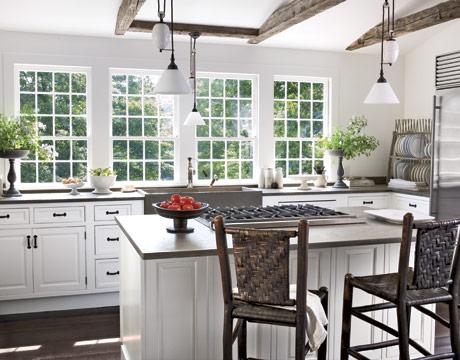 White-Airy-Kitchen-HTOURS0207-de