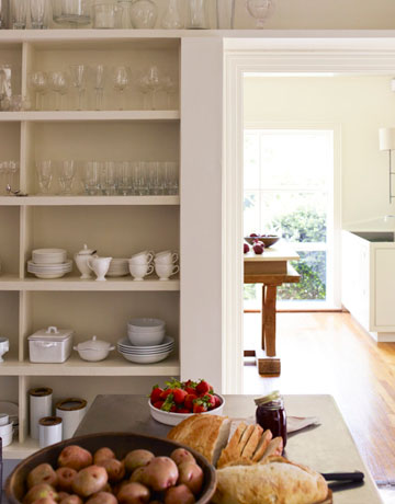 Hbx-open-cabinets-wood-table-0710-kitchenofthemonth-07-de