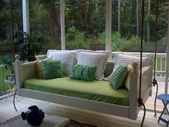 Traditional-porch-swing